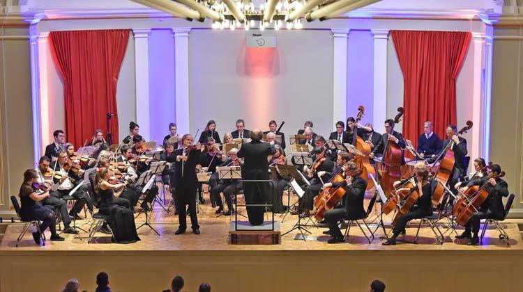 Stadtorchester gibt Serenade im Freibad