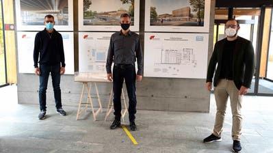Andreas Frei, Fabrizio Hugentobler und Robin Goldinger in coronakonformen Abständen. ((Bild: Andreas Taverner))