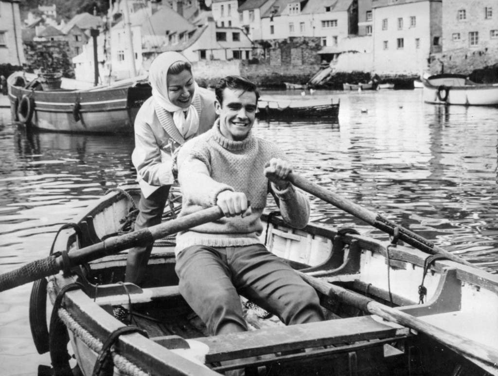 1958: Lana Turner und der Sean Connery, aufgenommen in einem Ruderboot während der Dreharbeiten zum Film «Another Place, Another Time».