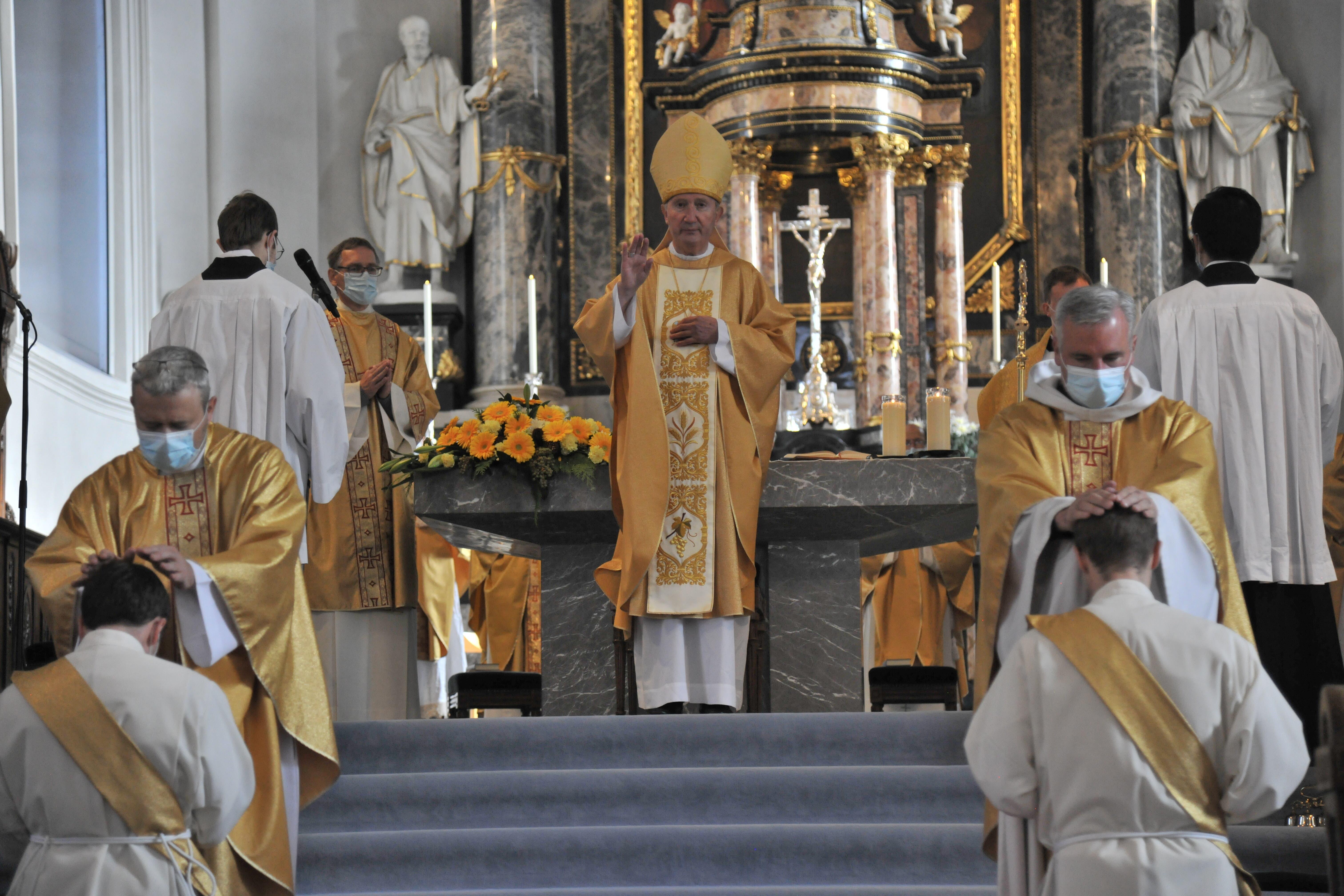 Priesterweihe in Altdorf mit Bischof Peter Bürcher.