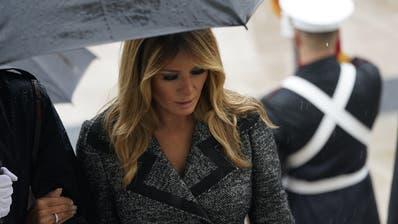 Präsidentengattin Melania Trump zu Besuch auf dem Soldatenfriedhof in Arlington. (Chris Kleponis / Pool / EPA)