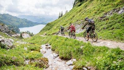Biker auf dem Jochpass ob Engelberg. ((Bild: Roger Grütter, 13. Juli 2019))