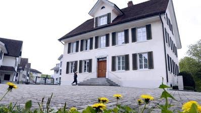 Das Gemeindehaus Neuheim soll in naher Zukunft saniert werden. (Bild: Werner Schelbert (11. April 2017))