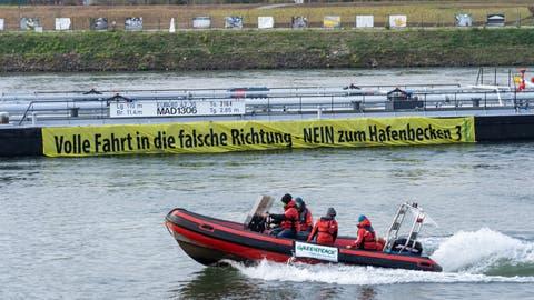 Greenpeace-Aktivisten wollten Rhein für Propaganda kapern, doch sie liefen auf – zu Unrecht