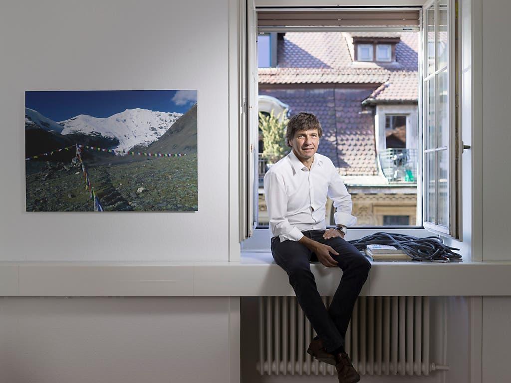 Etwas weniger entspannt aus auf diesem Bild aus dem Jahr 2015 in der Globetrotter-Filiale in Bern: CEO André Lüthi und andere Spitzenvertreter der Reise-, Event- und Schaustellerbranche verlangen eine deutliche Erhöhuung des Härtefallfonds, um die Coronakrise zu überstehen.