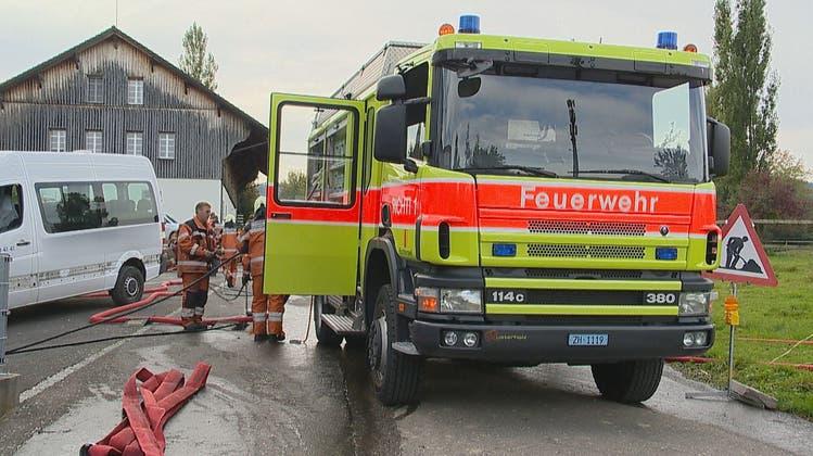 Brand im Spritzwerk: Fünf Personen mussten wegen leichter Rauchgasvergiftung behandelt werden
