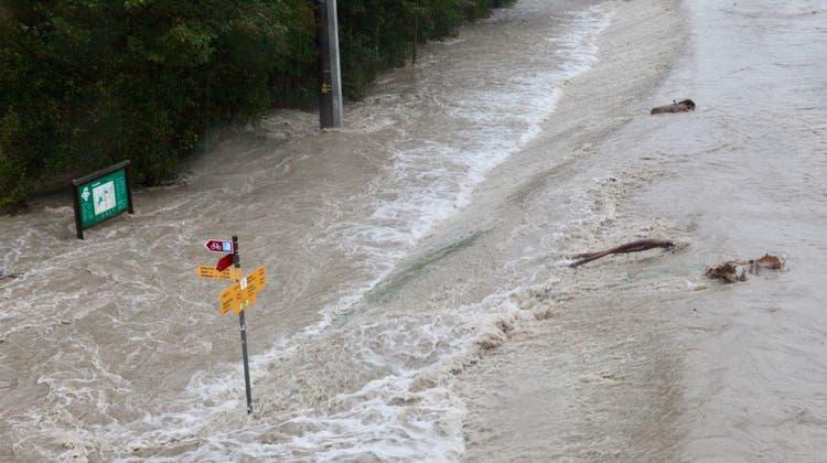 Drei Unfälle auf der A1 wegen Aquaplaning ++ Hochwasser in der Innerschweiz