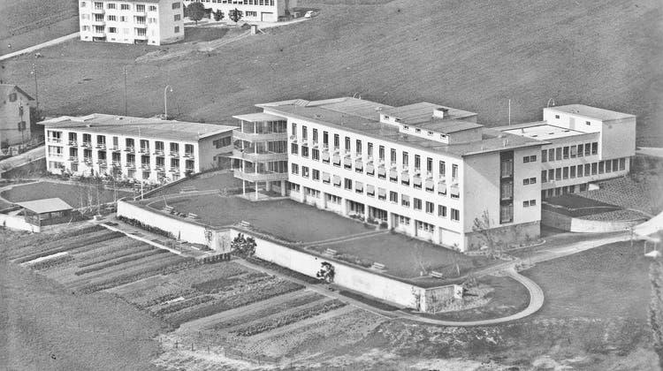 Ein Spital (fast) allein auf weiter Flur