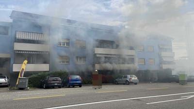 Brand im Mehrfamilienhaus: Hausbewohner wegen Verdachts auf Brandstiftung festgenommen