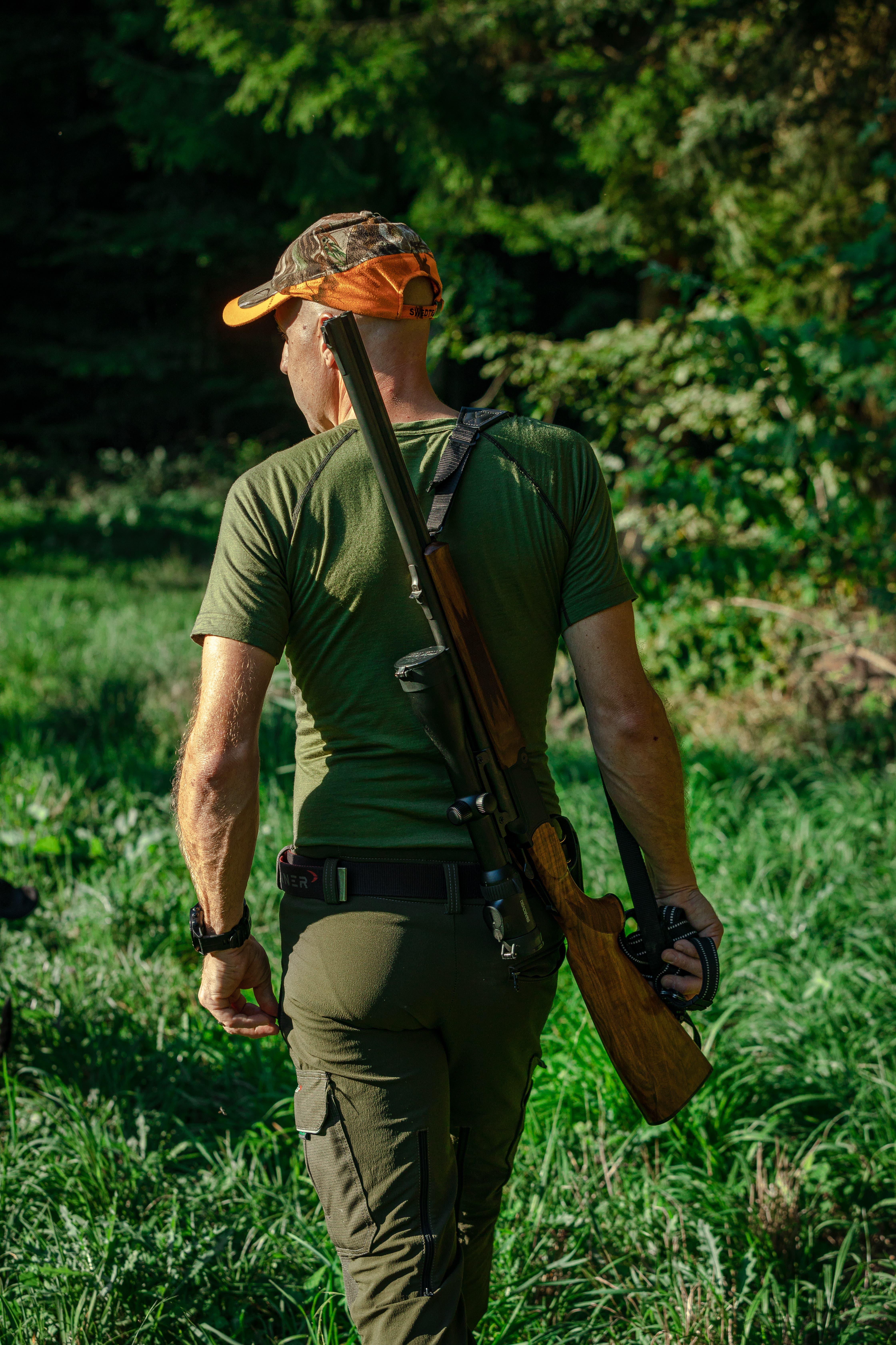 Da es keine Grossraubtiere gibt, regulieren die Jäger den Tierbestand im Wald. Pro Jahr müssen in Urdorf und Dietikon insgesamt 43 Rehe geschossen werden. Diese Zahl wird jährlich angepasst.