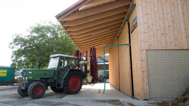 Spezielle Anlagen sollen Unfälle beim Befüllen von Pestizidspritzen verhindern