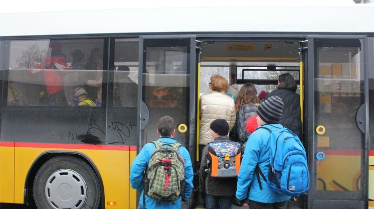 Schüler sollen mit Schulbussen statt mit dem öV transportiert werden