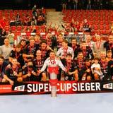 Erster Titel seit 20 Jahren: Der HSC Suhr Aarau besiegt die Kadetten Schaffhausen 25:20 und holt den Supercup