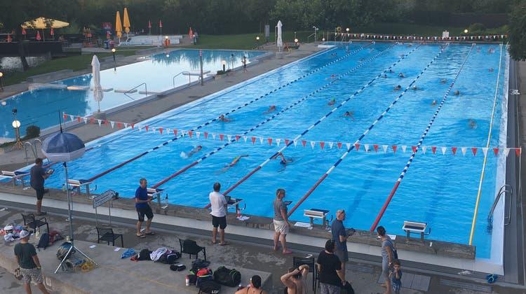 Neuer Rekord: In 12 Stunden über 7360 Längen im Schwimmbad Suhr-Buchs-Gränichen