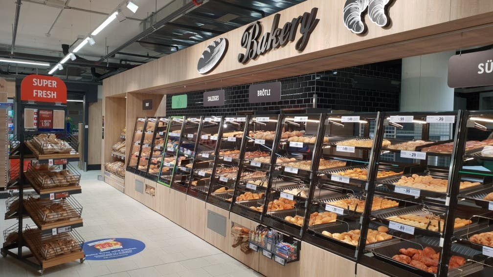 In der Filiale gibt es auch eine integrierte Bäckerei.