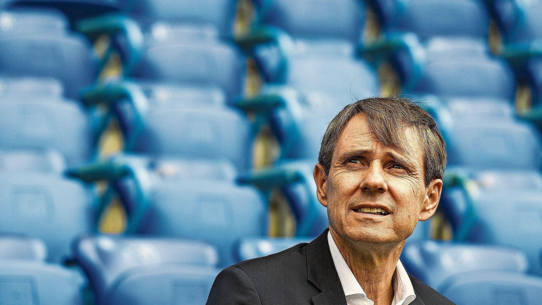 FCB-Präsident Bernhard Burgener kommt den Forderungen seiner Kritiker teilweise nach. Er stellt sich an der GV, die auf den 9. November terminiert wurde, nicht mehr als Vereinspräsident zur Wahl.