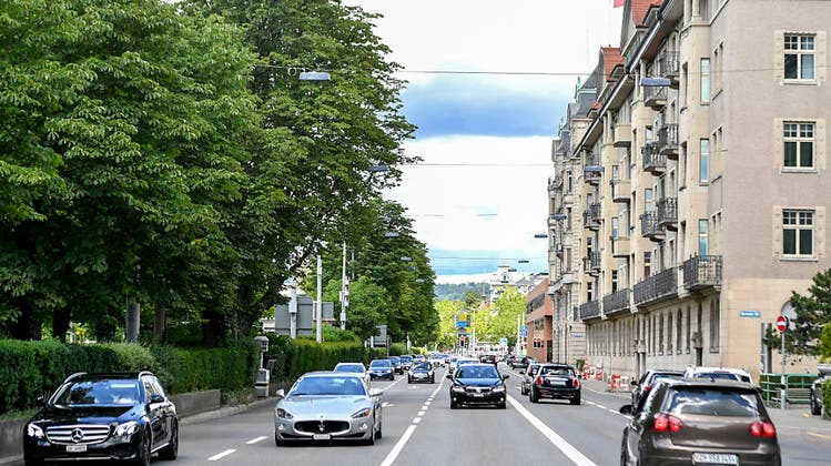 Die Bellerivestrasse wird versuchsweise zweispurig geführt