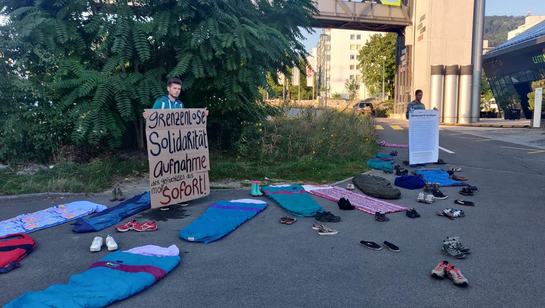 «Wolldecken sind nicht genug»: Protestaktion vor der Grossratssitzung