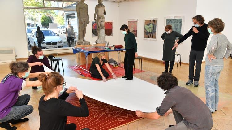 Im Kunstmuseum Olten wird gedruckt – mit Händen und Füssen
