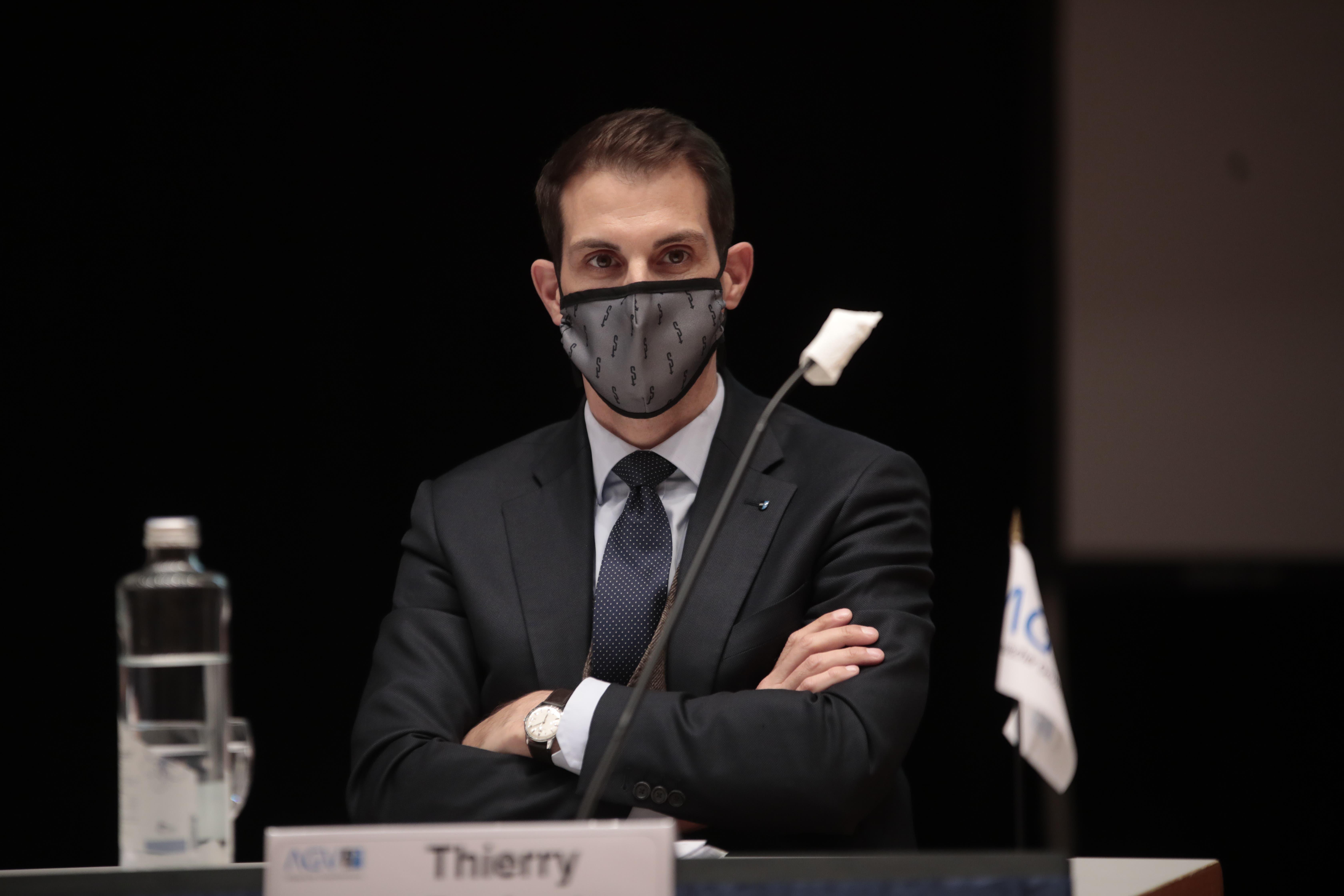FDP-Ständerat Thierry Burkart trat nach fünf Jahren als Konsulent des AGV ab. Die Maske legte er nur ab, wenn er sich ans Rednerpult begab.