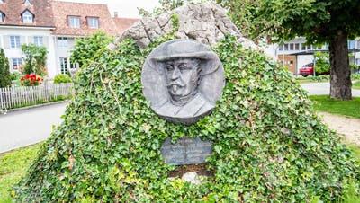 Gemeinderat bringt am General-Sutter-Denkmal Tafeln an – Historikerin freut sich, Juso jedoch nicht