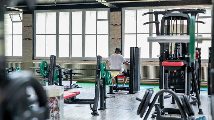 81-Jähriger trainiert trotz Coronagefahr – trotzdem fehlen den Fitnesscentern die Besucher
