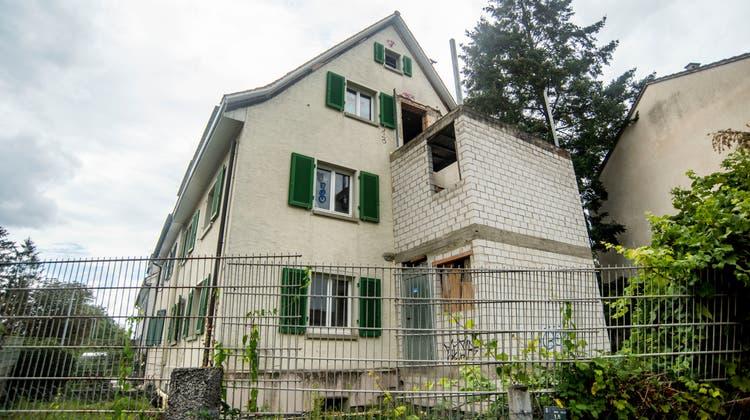 Behörden frustriert wegen Gammelhaus in Riehen