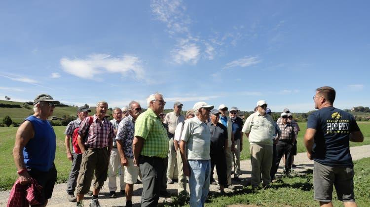 Senioren-Wandergruppe Erlenbach AG/Im Hopfengebiet unterwegs