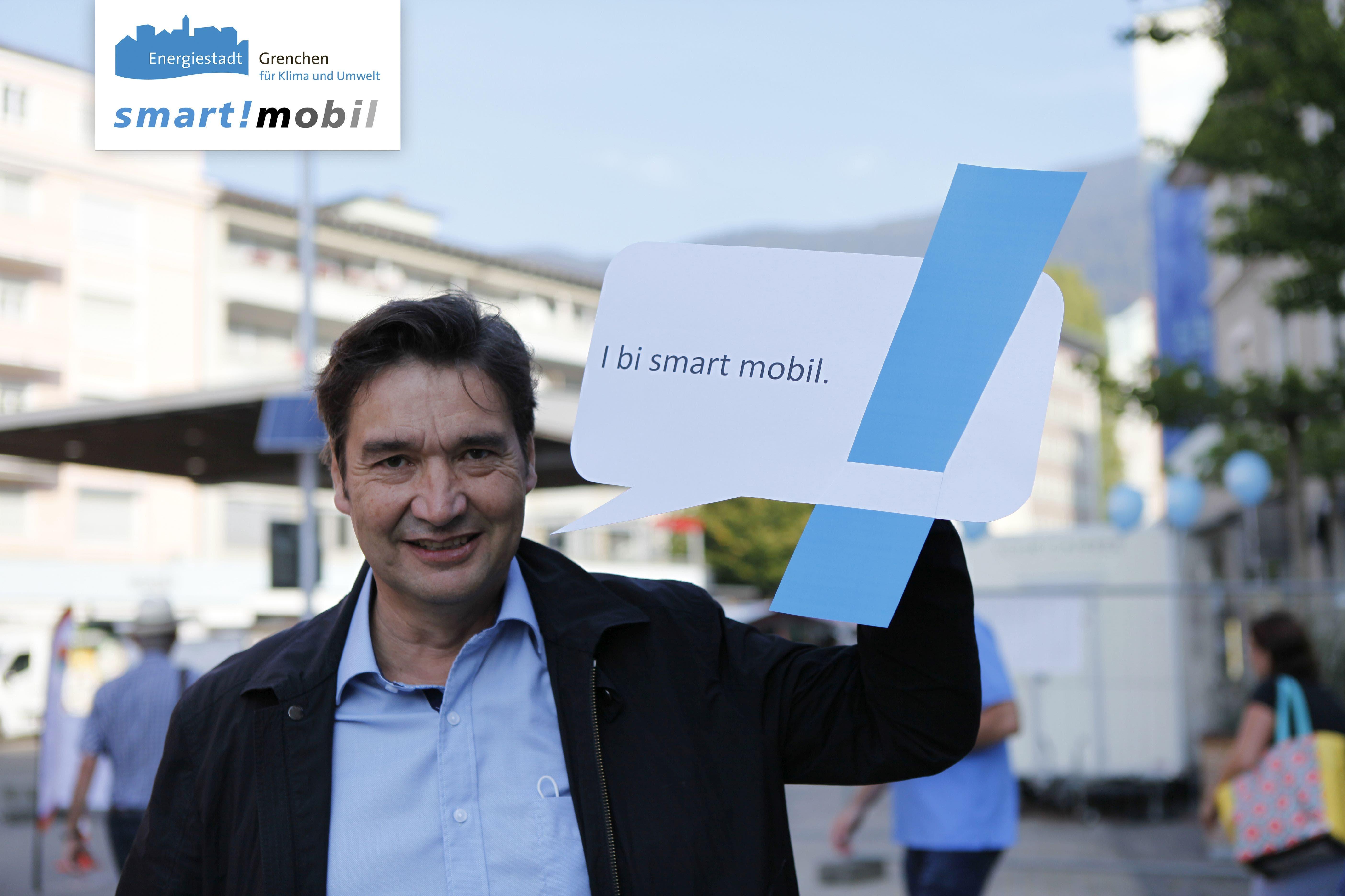 Stadtpräsident François Scheidegger ist smart!mobil Auch Stadtpräsident François Scheidegger und weitere Vertreter und Vertreterinnen der Stadt haben kurz auf dem Zytplatz vorbeigeschaut.