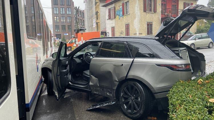 BDWM-Strecke zwischen Bremgarten und Wohlen kurzzeitig unterbrochen: Unfall mit Strassenfahrzeug