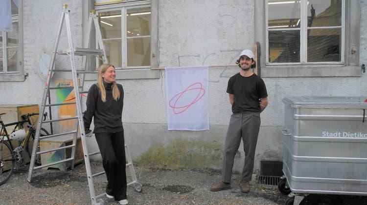 Baustellenobjekte und invasive Pflanzen: Altes Bauamt ist jetzt ein Kunstraum