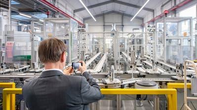 In der neuen Produktionshalle der DGS Druckguss Systeme AG, die vor ein paar Monateneingeweiht worden ist. (Bild: Urs Bucher (St.Gallen-Winkeln, 20. Februar 2020))