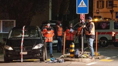 88-jähriger Fussgänger in Ibach schwer verunfallt: Polizei sucht Zeugen