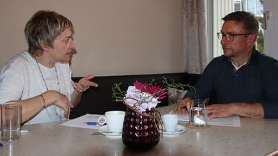 Petra Müller, Aktuarin Gastro Heidiland, und Urs Kremmel, Präsident Gastro Heidiland, besprechen die aktuelle Lage derlokalen Gastronomie und mit welchen Massnahmen man den Jahresverlust mindern könnte. (Bild: Robert Kucera)