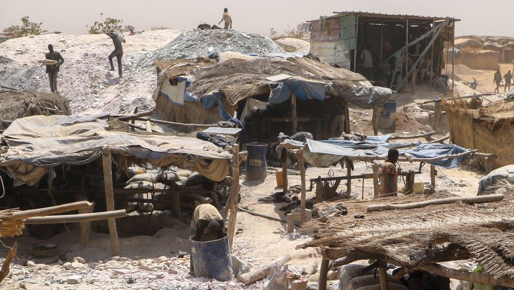 Arbeiter in einer Goldmine inBouda, Burkina Faso. (Keystone)