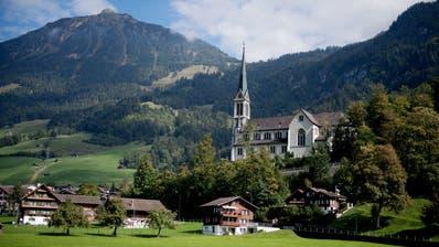 Die Kirche der Gemeinde Lungern. Dir Kirchgemeinde rechnet fürs aktuelle Jahr mit rund 93'000 Franken zu hohen Kosten. (Bild: Corinne Glanzmann)
