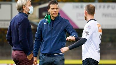 SCK-Trainer Bruno Berner (Mitte):«ImFussball gibt es keine Zufriedenheit.» (Marc Schumacher / Freshfocus)