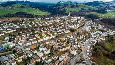 Luftansicht von Bruggen: Das Quartier ist heterogen bebaut und weist eine hohe Arbeitsplatzdichte auf. Es gibt aber verhältnismässig wenig Einfamilienhäuser. (Bild: Michel Canonica (18. Januar 2020))