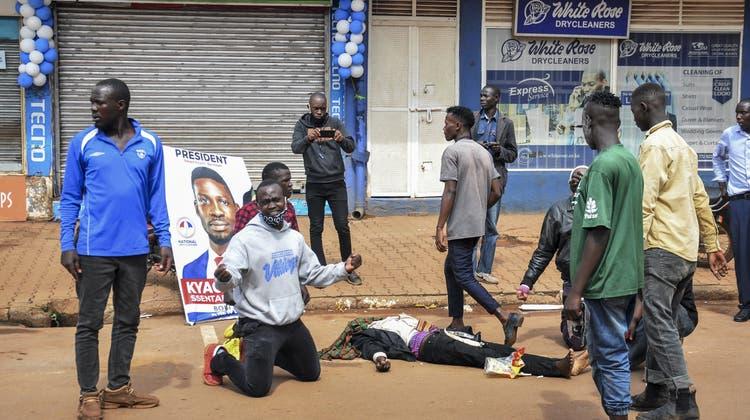 Donald Trump spricht stets davon, Opponenten zu verhaften – der ugandische Autokrat macht es