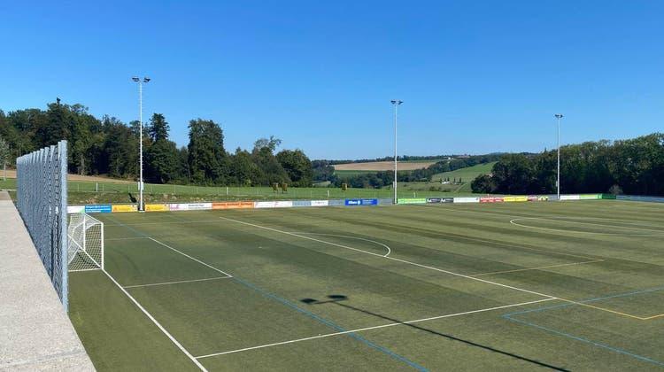 Weil so viele Mannschaften auf der Sportanlage Burkertsmatt trainieren und spielen wollen, soll hier ein zweites Kunstrasenfeld entstehen. (Marc Ribolla)