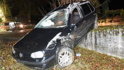 Junglenker verliert Kontrolle über sein Auto und verursacht Unfall – Führerausweis weg