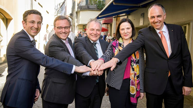 Die heutige Walliser Regierung – rechts im Bild der aktuelle Präsident Christophe Darbellay – bei der Wahl 2017. (Olivier Maire / Keystone)