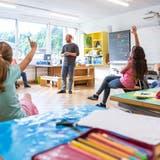 «Ein Gewinn für die Schule»: Wie über 30-Jährige helfen sollen, einen Lehrermangel zu verhindern