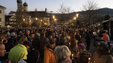 Rund 1000 Personen kamen an die Demo. (Bild: Ennio Leanza / Keystone (Lachen, 21. November 2020))