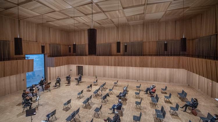 Blick auf den Saal desOrchesterhausesund in die Probe zur Matinee des Luzerner Sinfonieorchesters am Sonntag. (Pius Amrein (Kriens, 22. November 2020))
