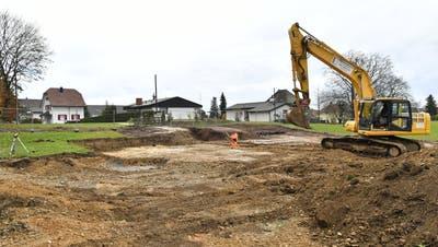 «Durch einen Spatenstich entsteht etwas Neues» — so der Gemeindepräsident über den Baustart des neuen Gebäudes