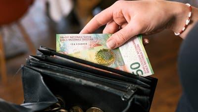 Dem Grossteil der Luzernerinnen und Luzerner geht es finanziell gut. 7,5 Prozent der Bevölkerung lebt allerdings in Armut. (Christian Beutler / KEYSTONE)