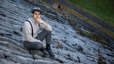 Bujar Berisha (36) hat derzeit ein Atelier im Naturfreundehaus auf dem Brünig. (Bilder: Patrick Hürlimann (Lungern, 16. November 2020))
