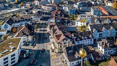 Blick auf die Gemeinde Hochdorf mit dem Kirchenspitz im Vordergrund. (Bild: Pius Amrein (7. November 2018))