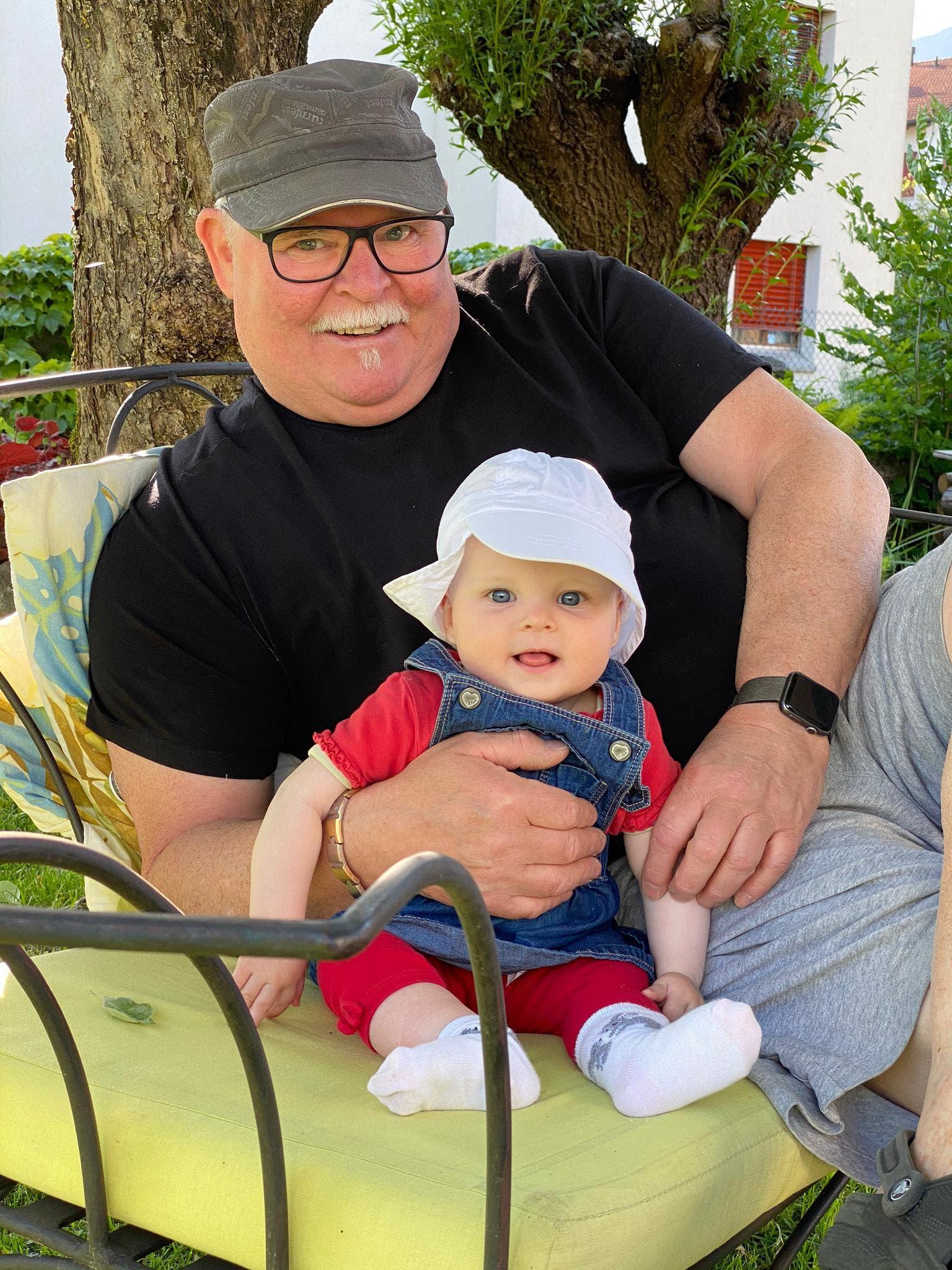 Werner Keckeis, 66†, mit seiner Enkeltochter.